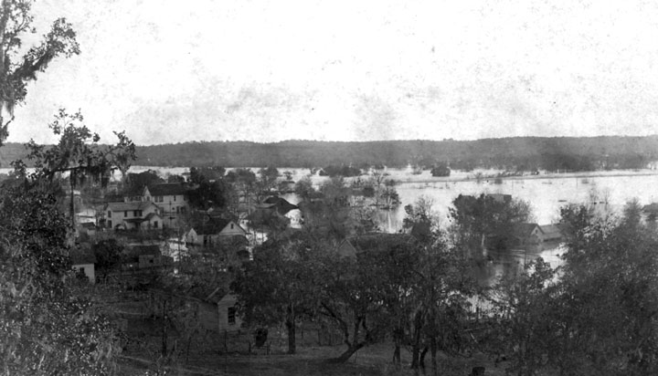 View of 1913 flood from the hill on North Washinton Street